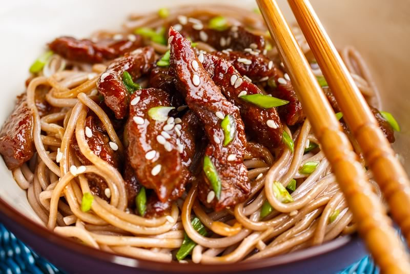 Chinese Chilli Beef Strips & Noodles